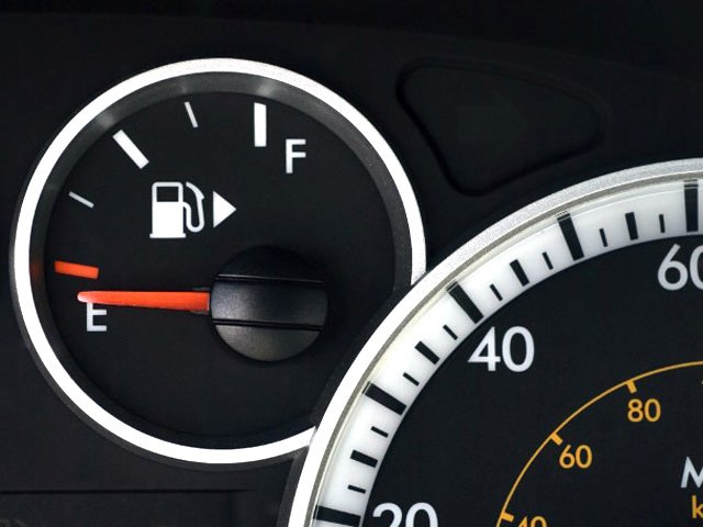 fuel gauge car hack shows where the cap is